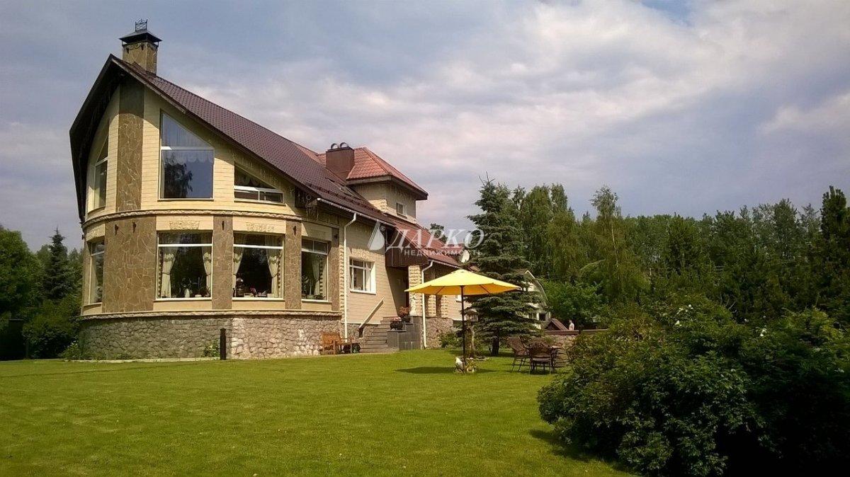 К вашим услугам великолепный коттедж на берегу озера михалевское в 40 км от финской границы.